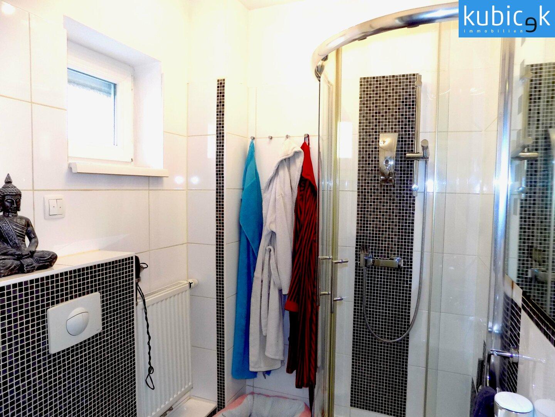 Badezimmer mit Fenster EG