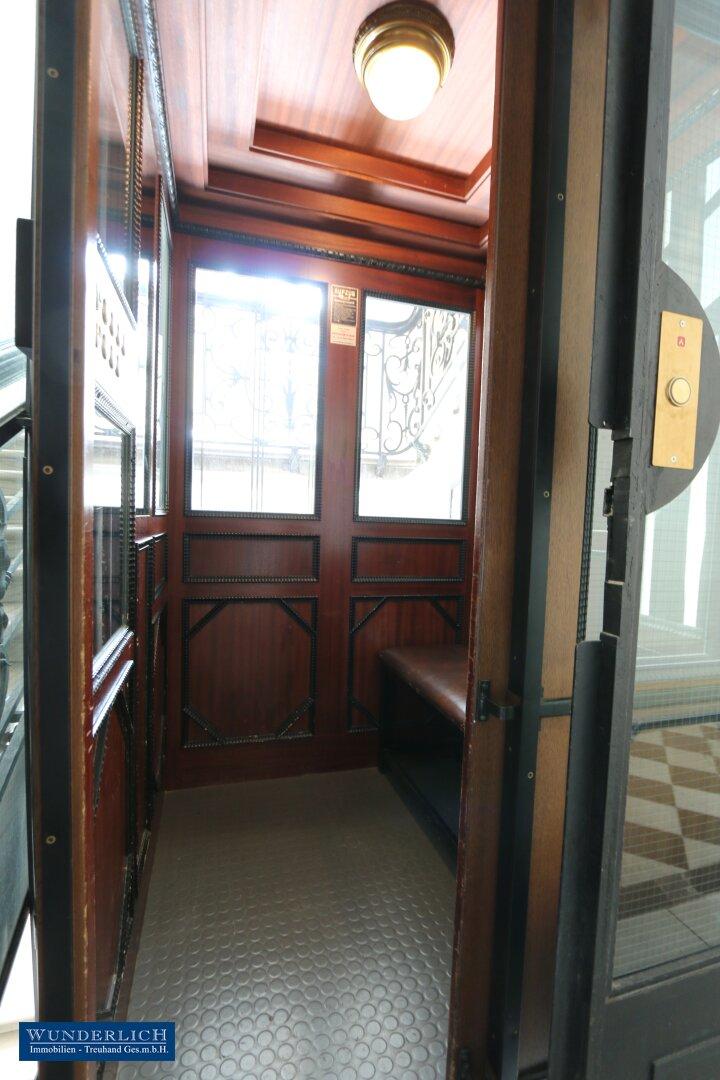 Historischer Lift