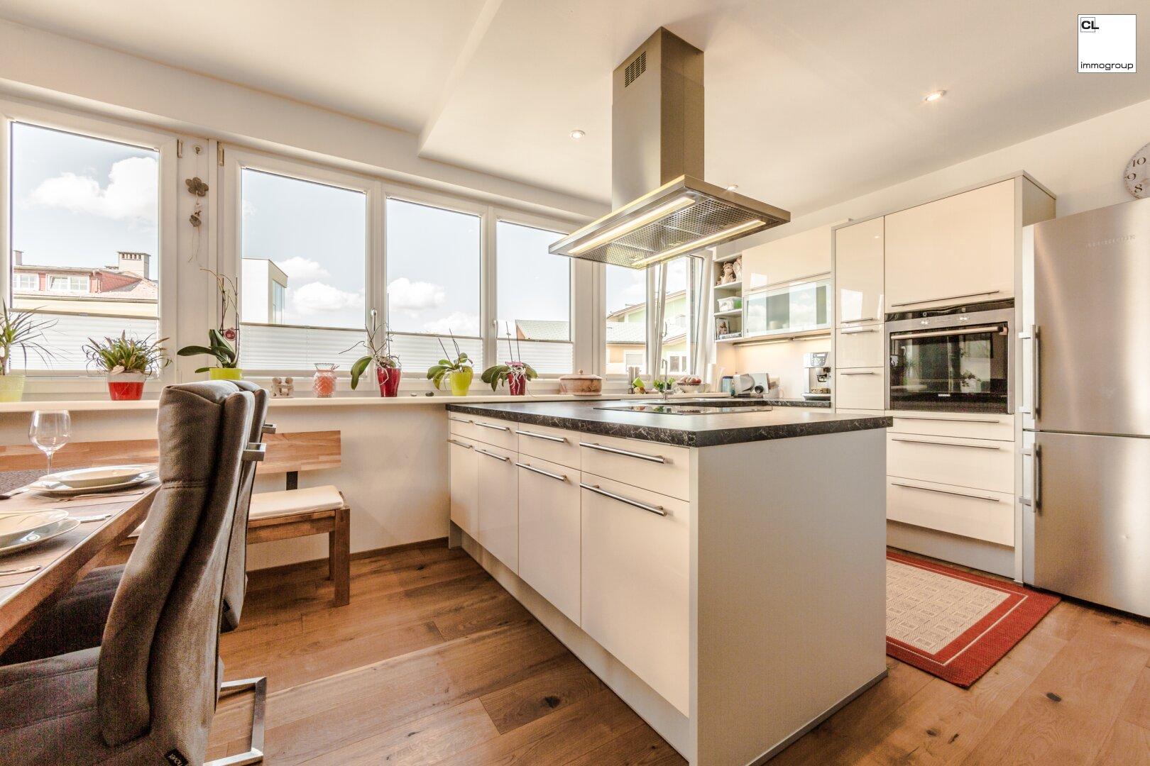 Großzügige und moderne Küche 3-Zimmer Wohnung in Mondsee