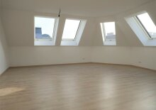 Erstbezug: 74m² DG-Wohnung mit Klima, Fernwärme Nähe U3 Enkplatz!