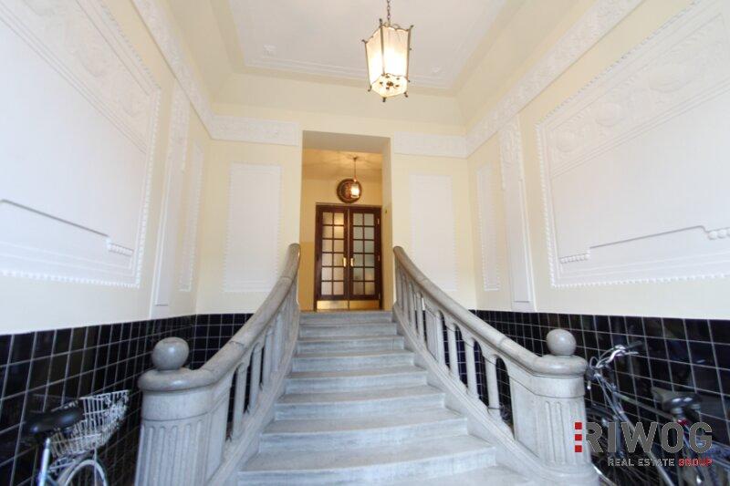 Möblierte 3 Zimmer ALTBAUWOHNUNG mit kleinem BALKON, schönes Haus, gute Lage /  / 1180Wien / Bild 0