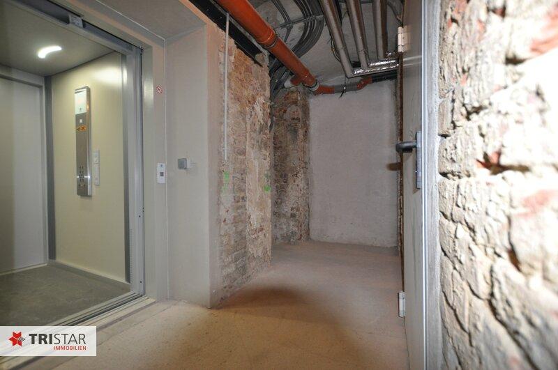 ++NEU++ 3-Zimmer-Dachgeschoßwohnung mit großer Dachterrasse im Generalrevitalisierte Altbau-Haus ++Nähe U-Bahn (U3) +++ /  / 1150Wien / Bild 13