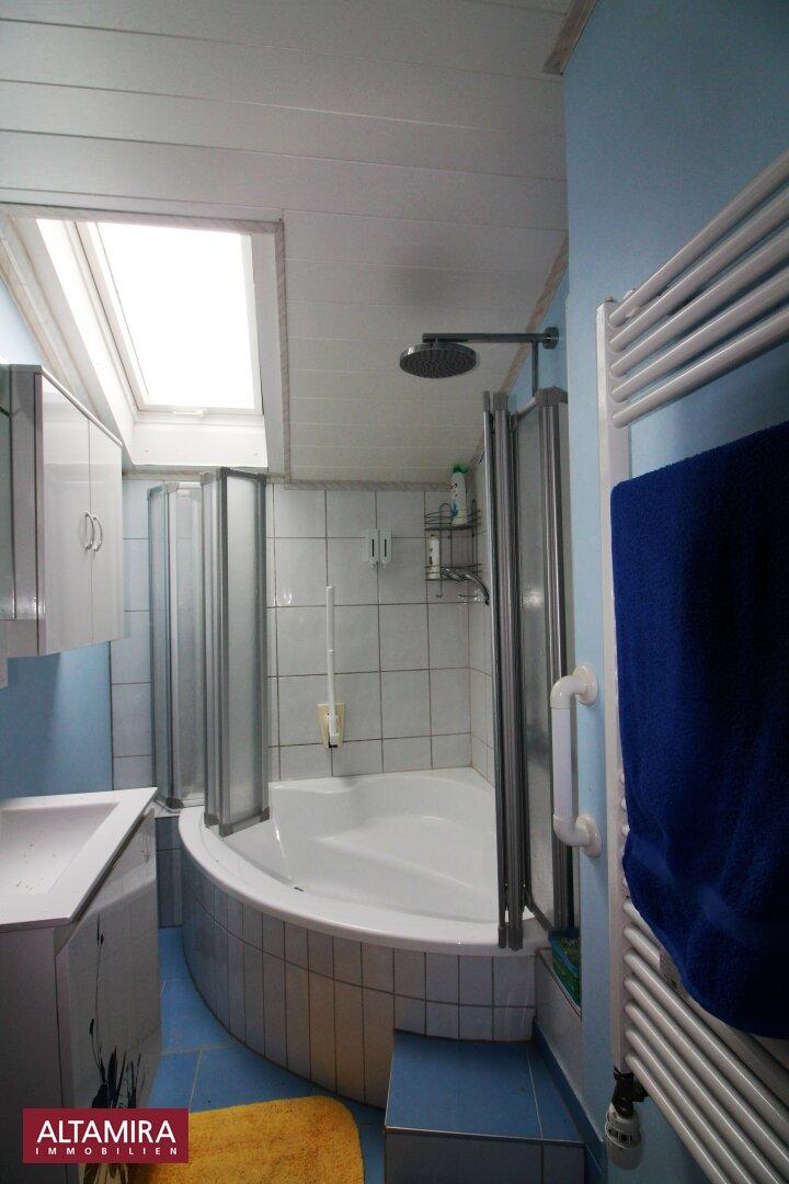 Tageslichtbadezimmer mit Wanne 1.OG