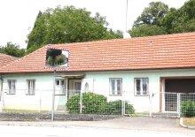Bäuerliches Haus mit idyllischem Garten