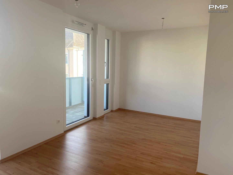Wohnbereich mit Balkonblick
