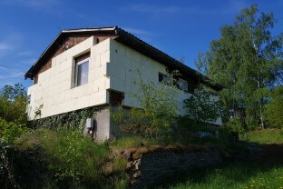 Kleines Ferienhaus in idyllischer Aussichtslage - Sanierungsbedarf