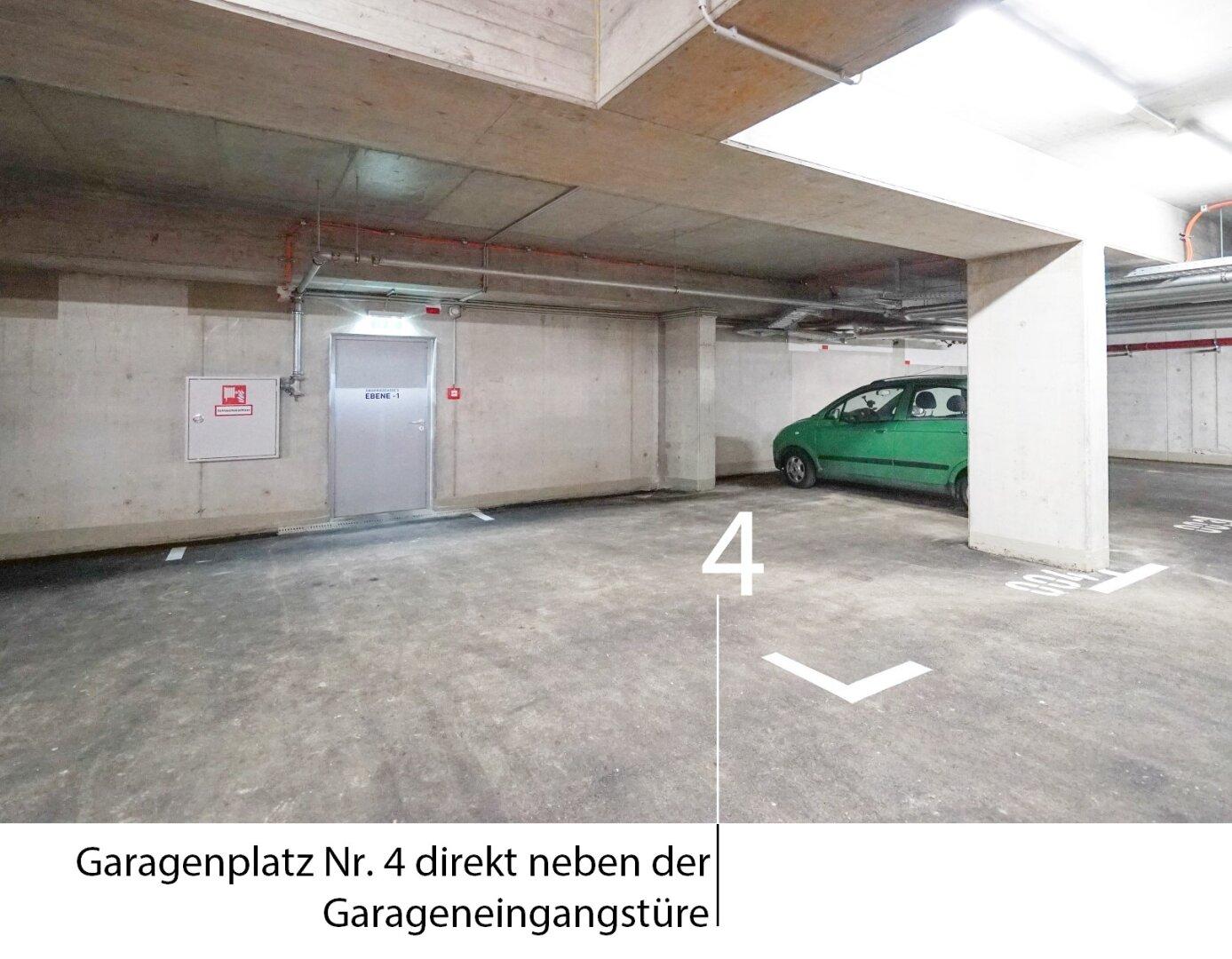 Garagenplatz direkt neben der Garagentüre!