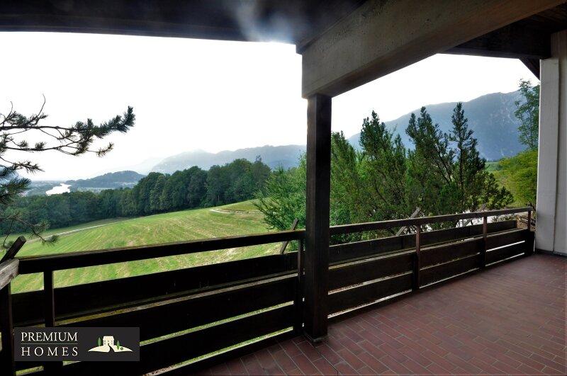 BREITENBACH am Inn - Alte Villa auf riesigem Grundstück zur Sanierung_Balkon_Aussicht Richtung Nordwesten
