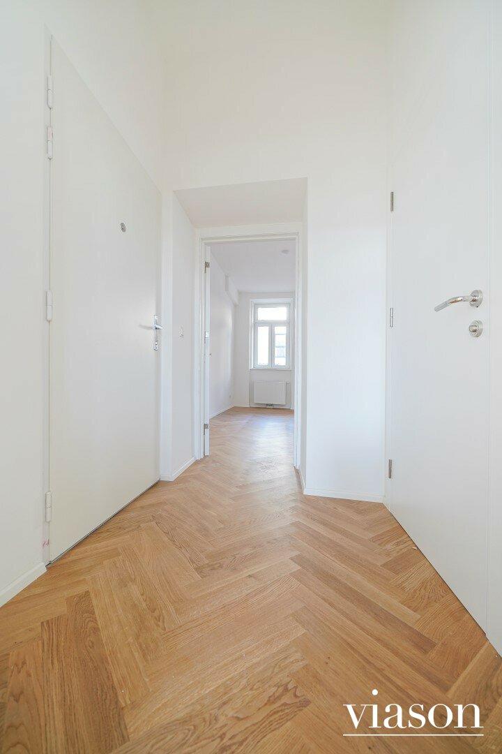 Eingangstüre - Blick in die Wohnküche