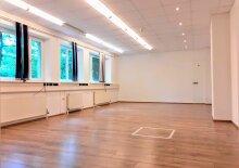 Renovierte Gewerbeimmobilie in Toplage, Salzburg Maxglan - ca. 150m²; neue Böden, EG, angenehmes Raum- und Arbeitsklima; mit Park- und Grünflächen direkt vor dem Haus