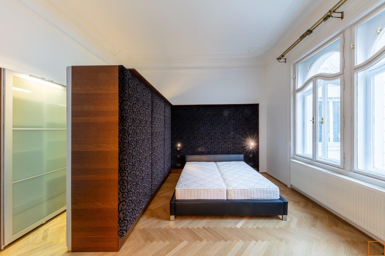 Masterbedroom mit anschließender Garderobe
