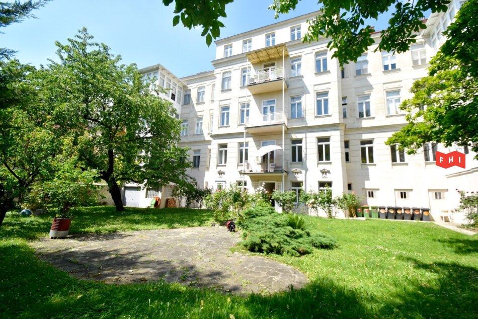 Unbefristete 131,63m² Altbaumiete mit verglaster Holzveranda, Gartenblick sowie 23m² Büro-Arbeitsbereich Nähe U4 Hietzing
