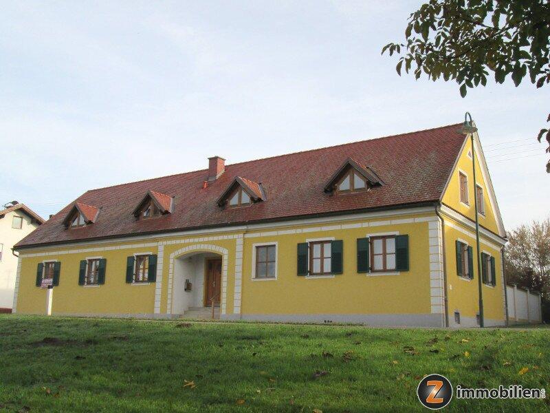 Wunderschönes Wohnhaus mit großartigem Platzangebot und viel Grund