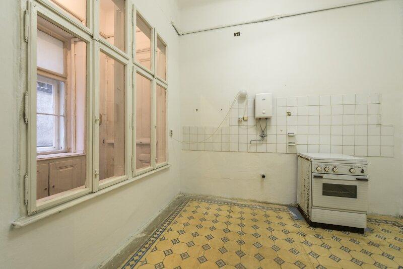 ++NEU++ Sanierungsbedürftige Stilaltbauwohnung in aufstrebender Lage! 4-Zimmer möglich! /  / 1150Wien / Bild 9