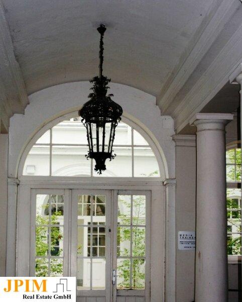 Zentral und ruhig, klimatisierte 3-Zimmer-Dachgeschosswohnung mit Terrasse /  / 1090Wien / Bild 0