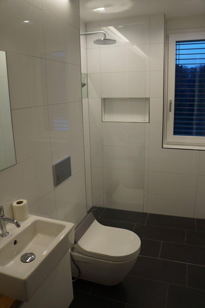 Gäste WC plus Dusche wie Fenster mit Traumausblick