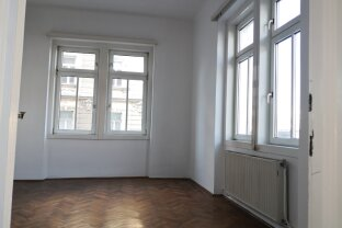 Sanierungsbedürftige, freundliche 2-Zimmer Altbau- Eckwohnung im 1. Liftstock! T14