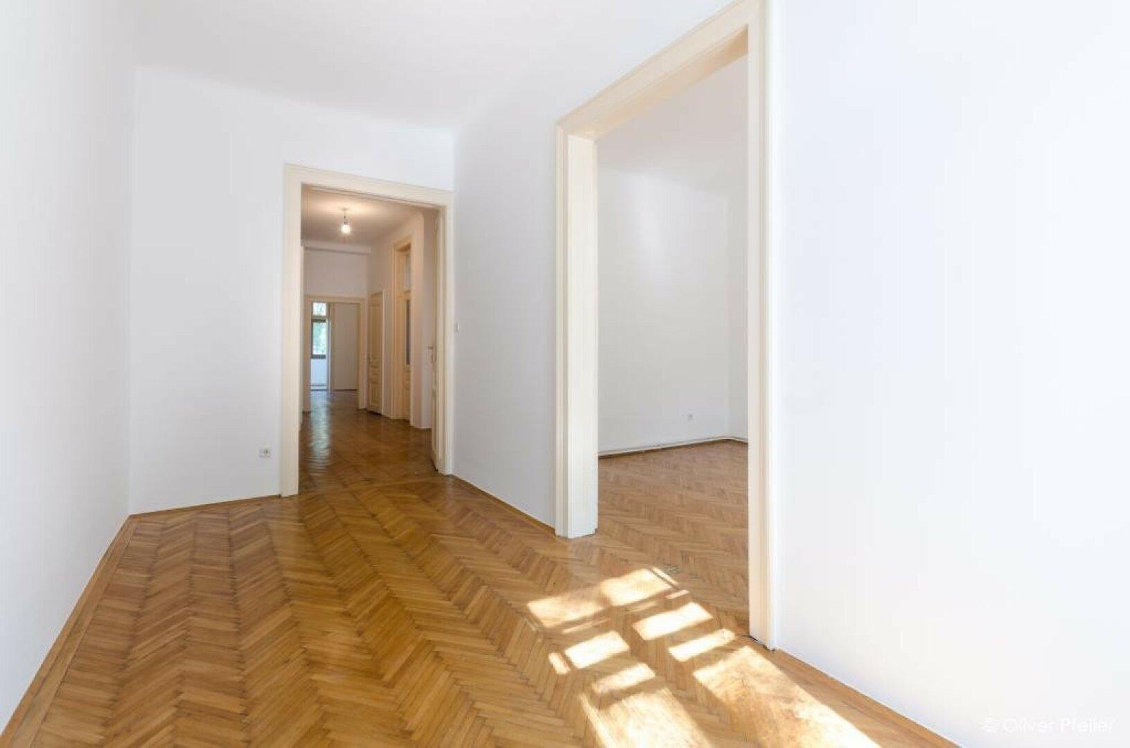 Raum 2 mit Blick durch das Büro