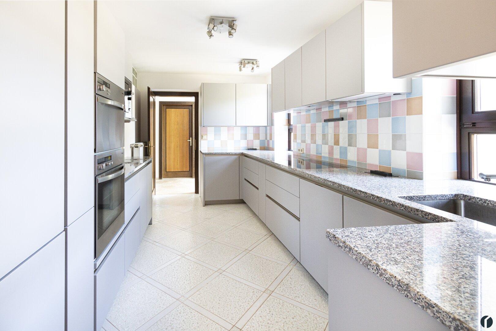 moderne Top-ausgestattete Küche