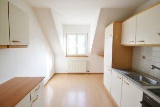 2 Zimmerwohnung mit eigener Terrasse beim Eingang und separater Küche