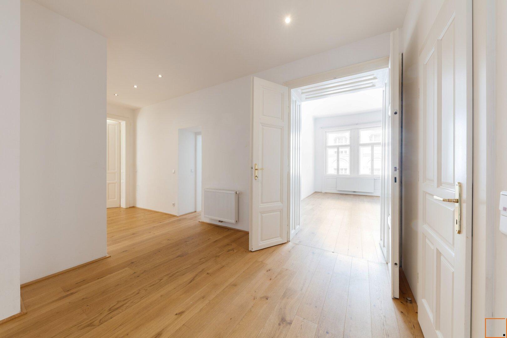 Blick Vorraum in Wohnzimmer