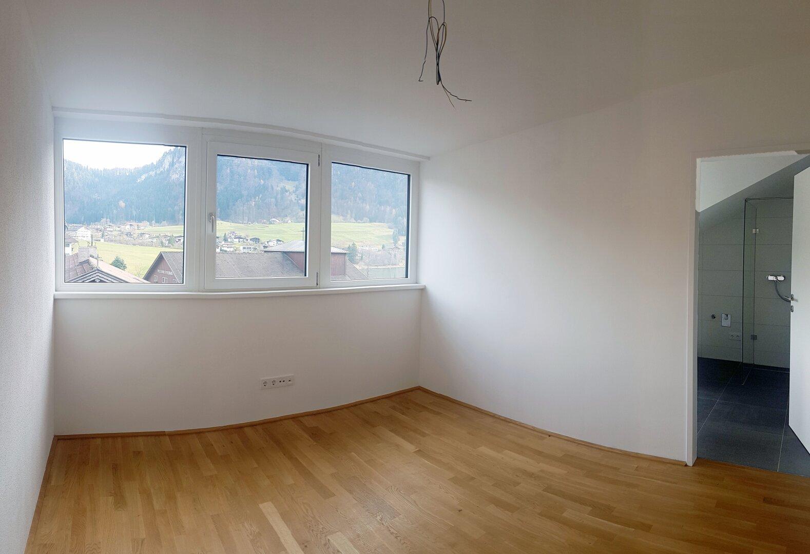großes Zimmer mit Bad, Wohnung Dachgeschoss Thiersee