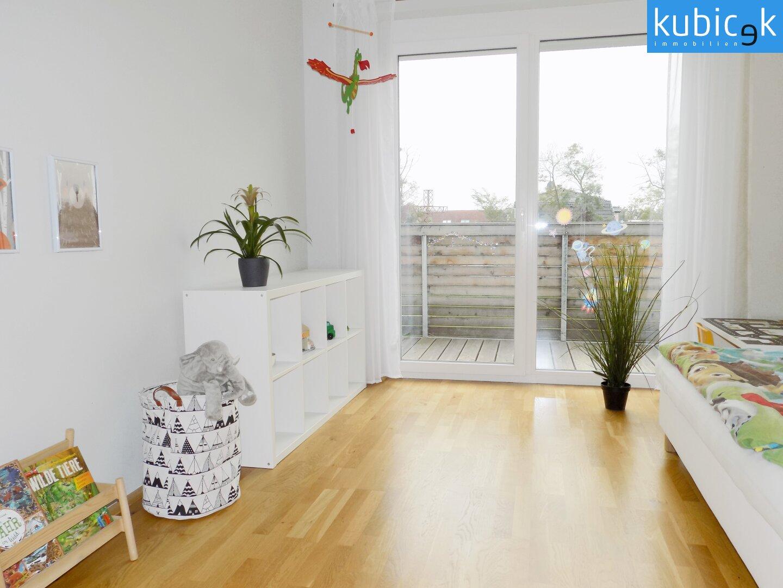 Kinderzimmer mit Balkonausgang