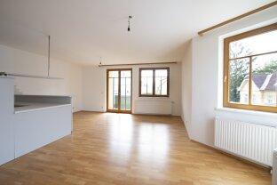 zentral gelegene 2-Zimmer Wohnung mit Loggia und Tiefgarage
