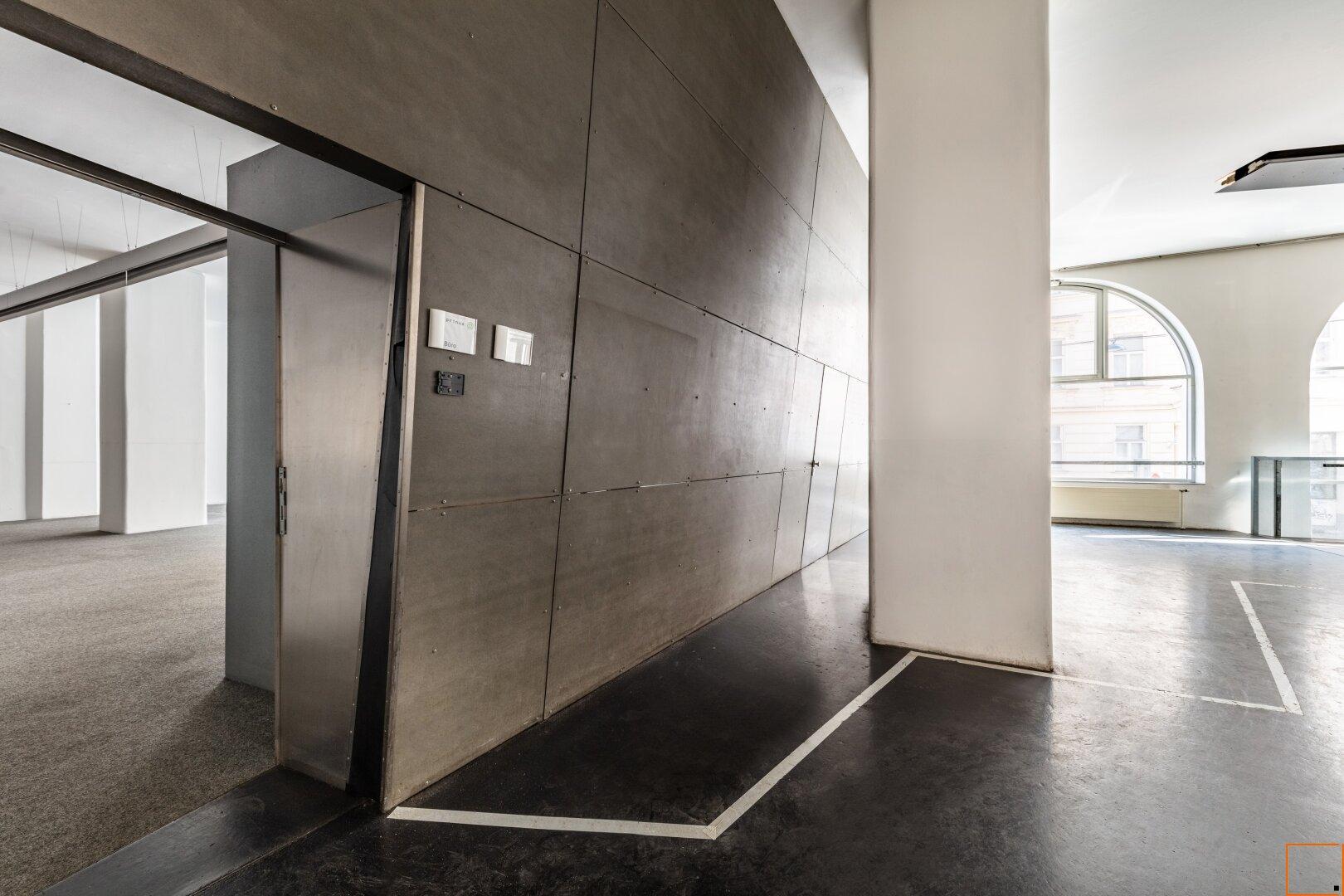 Vorraum mit Zugang in das Großraumbüro
