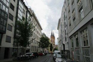 1070 Wien, sanierungsbedürftige 2 Zimmerwohnung mit Balkonmöglichkeit