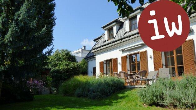 Wunderschöne Familien-Villa in bester Zentrumslage, traumhafter Garten