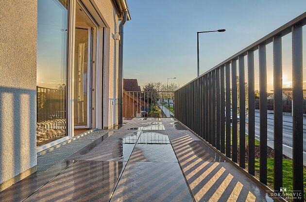Foto von NEU! ++ 15 Stylische Neubauwohnungen (BJ 2020-2021) mitBalkonen/ Terrassen/ Garten ++ Direkt am Erholungsgebiet Laaer Wald, Parkanlage Löwygrube, Böhmischer Prater sowie Kurpark Oberlaa ++1100 Wien ++