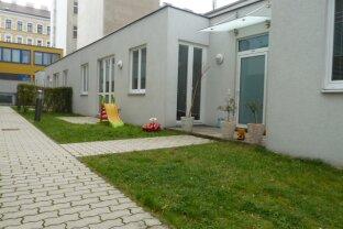 Bürowidmung - Sonnige 3-Zimmerwohnung mit zwei Terrassen und Garten