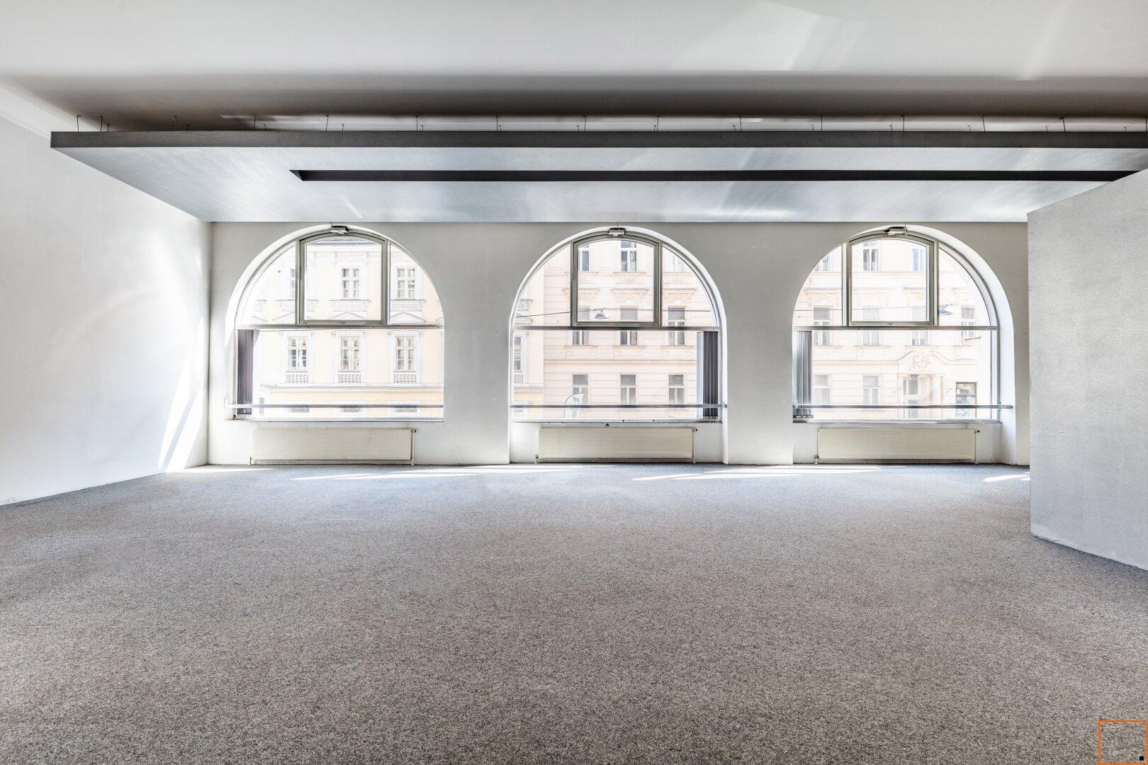 Großraumbüro mit Blick auf die Kirchengasse