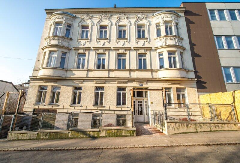 ++NEU++ Sanierungsbedürftige Altbauwohnung, tolles Haus, ruhige Lage!