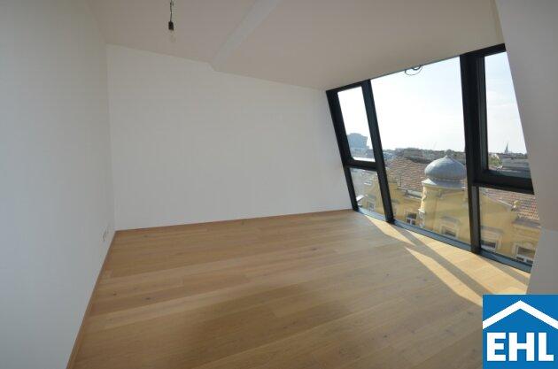Großzügige Dachgeschosswohnung in wunderschönem Altbau mit Terrasse