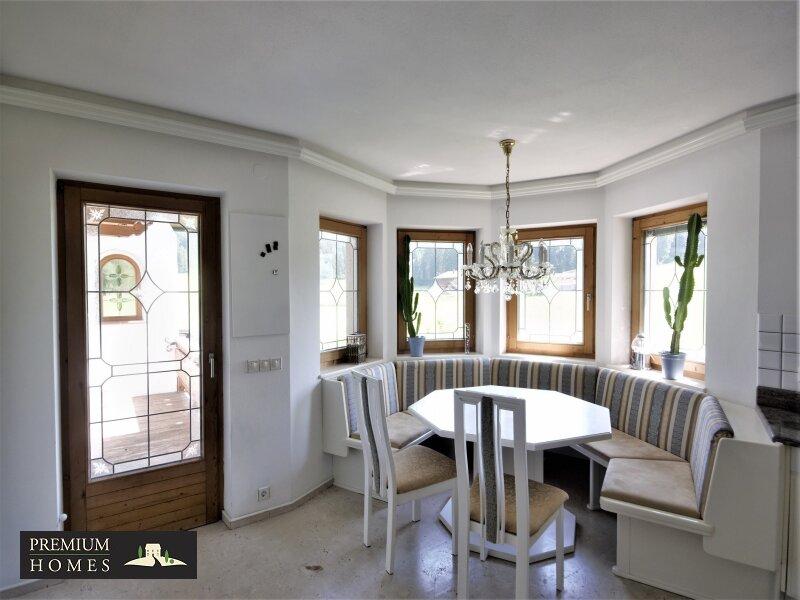 Breitenbach am Inn - Elegantes Landhaus - Küchen-Ansicht mit Zugang zum Ost-Balkon