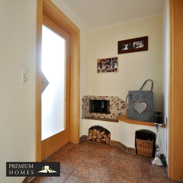 Kirchbichl Zweifamilienhaus_ hohe Qualität mit Modernem Design_Eingang in den Wohnbereich