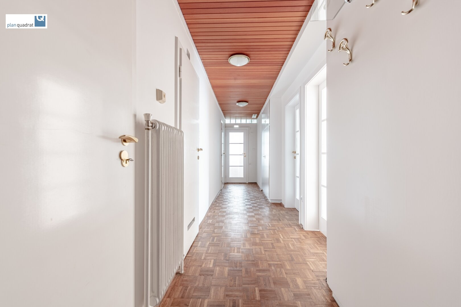 Vorraum (ca. 13,60 m²) - alle Räume, außer Zimmer 3, zentral begehbar