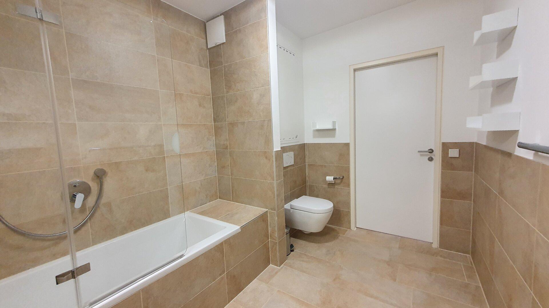 Bad mit Wanne/Dusche Ansicht 2, 3-Zimmer Wohnung Kufstein Zentrum