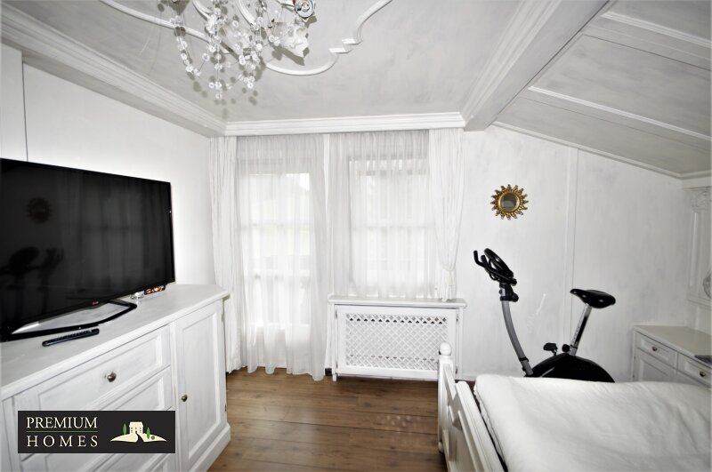 Breitenbach am Inn - Elegantes Landhaus - Schlafzimmer 1 Zugang Balkon