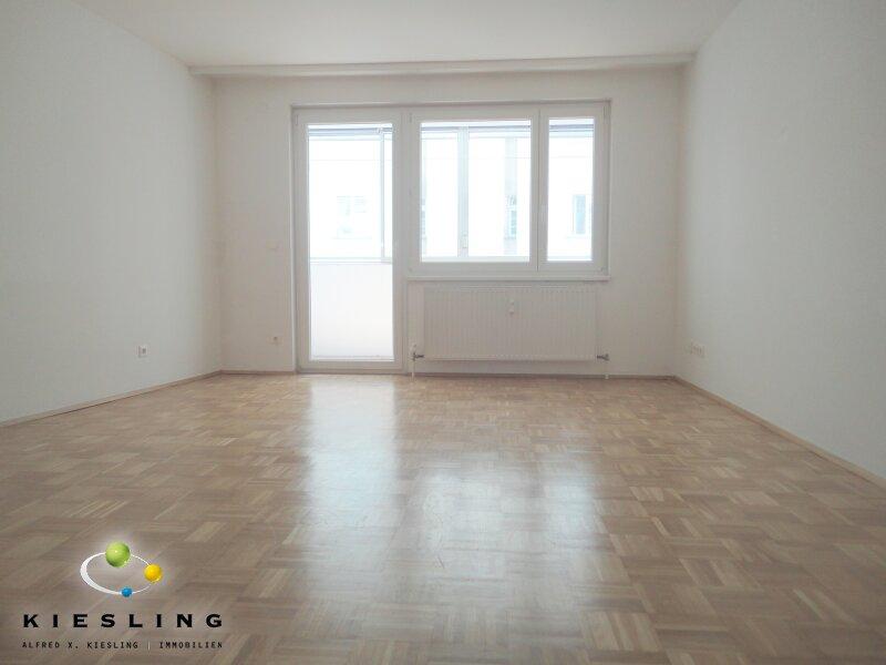 3-Zimmer-Wohnung mit vollausgestatteter Küche und Balkon