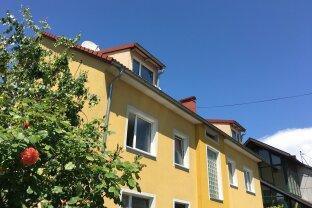 Dachgeschoss-Wohnung mit 2 getrennten Wohneinheiten und 2 Parkplätzen