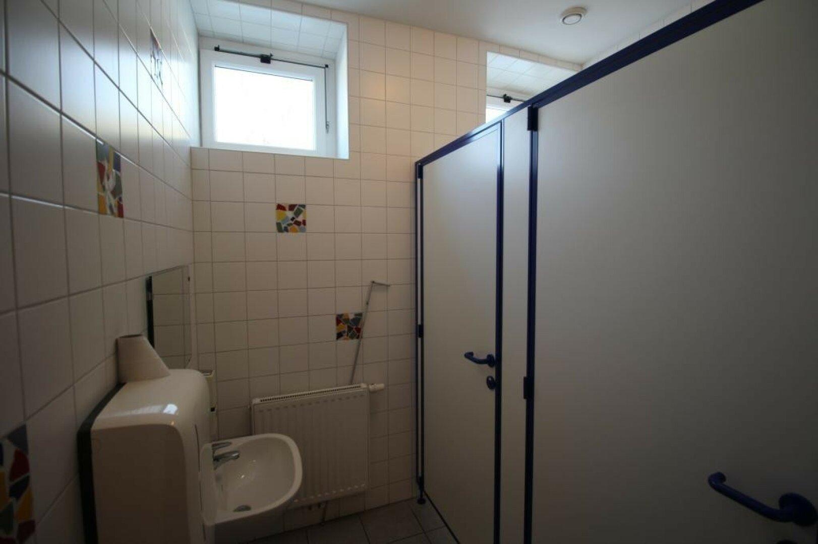 Badezimmer und WC im OG für Wohnung