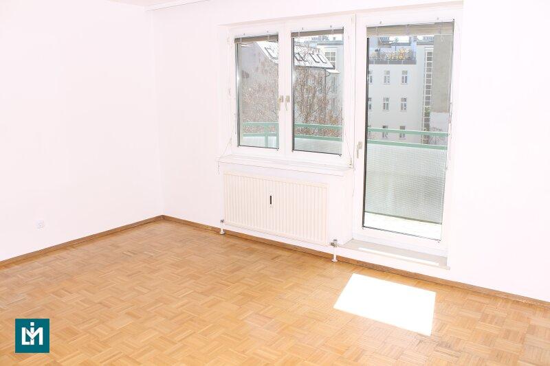 Hofseitige 2-Zimmer Whg. + Loggia in zentraler Lage
