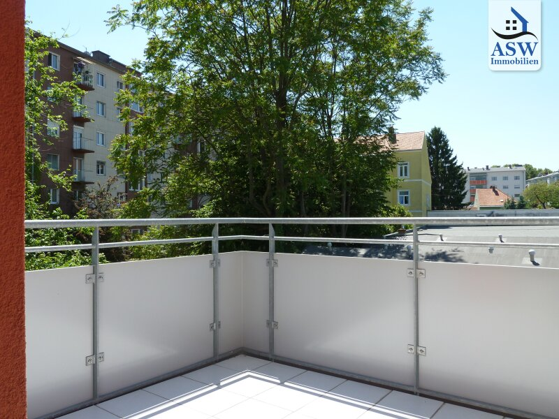 Exklusive 2 Zimmer-Wohnung mit sonnigem Balkon und Terrasse in Ruhelage!