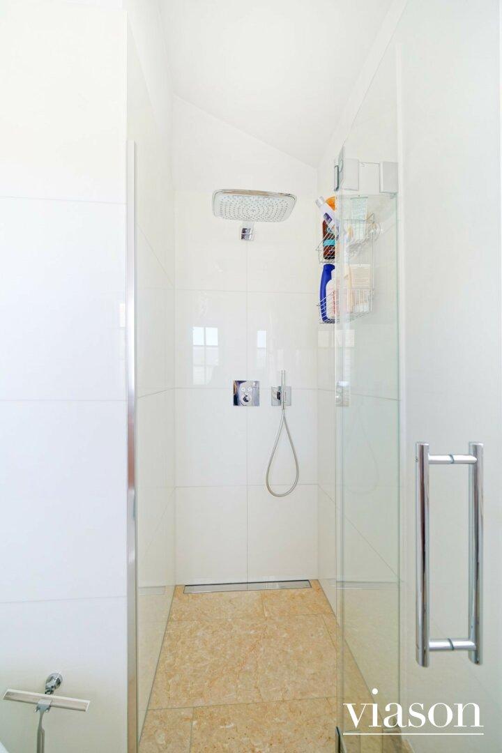 Dusche im 1. Stock