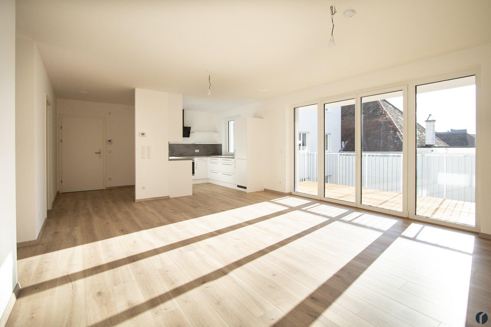 großzügiger Wohnraum mit offener Küche