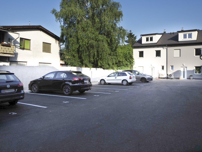 Parkplätze im Hof