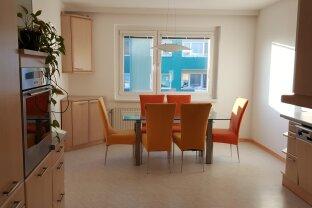 Teilmöblierte 3Zimmer Wohnung mit Loggia und Parkplatz